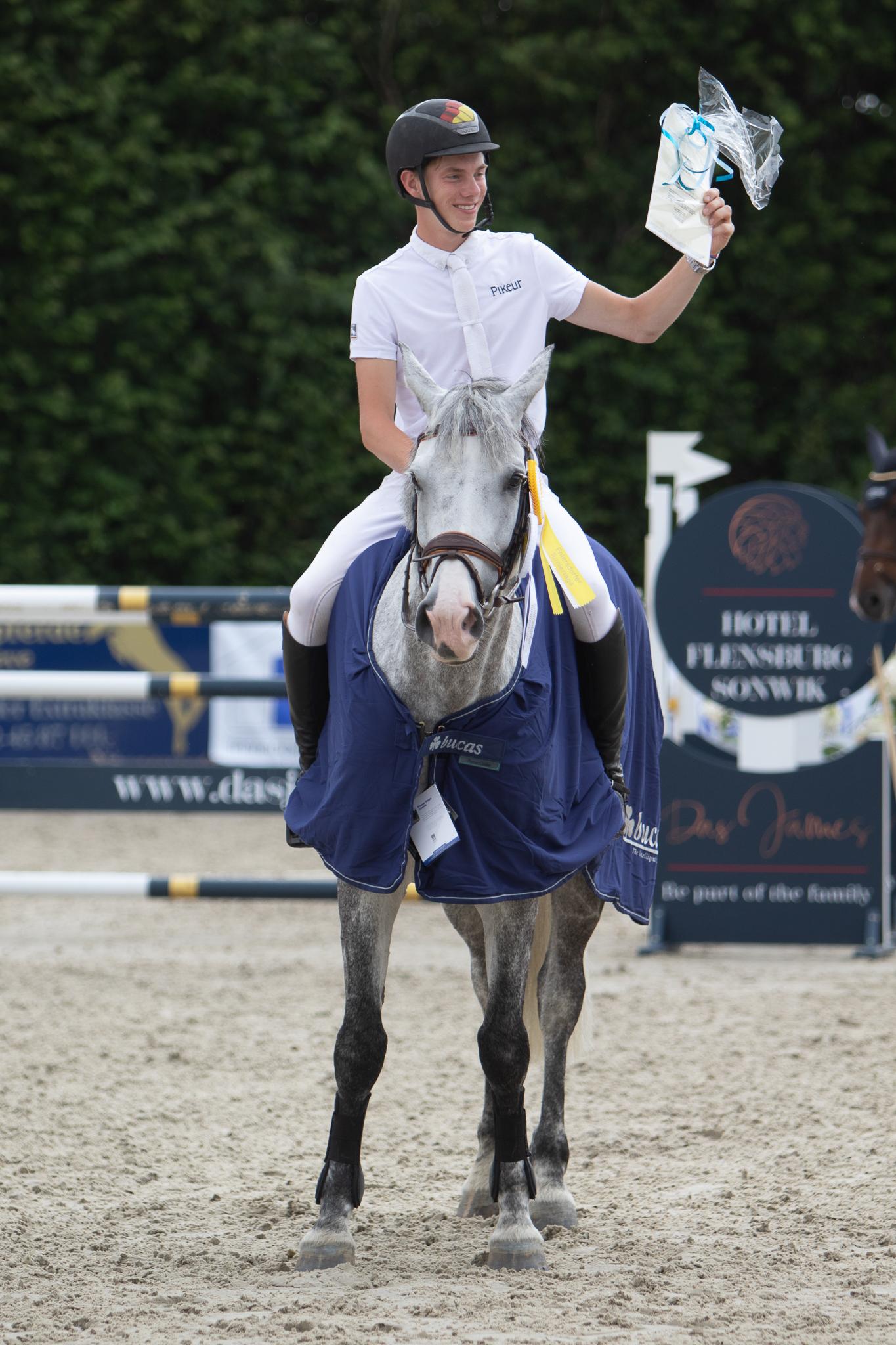Hannes Ahlmann war auch mit seinen jungen Pferden sehr erfolgreich. Foto: Gottmann
