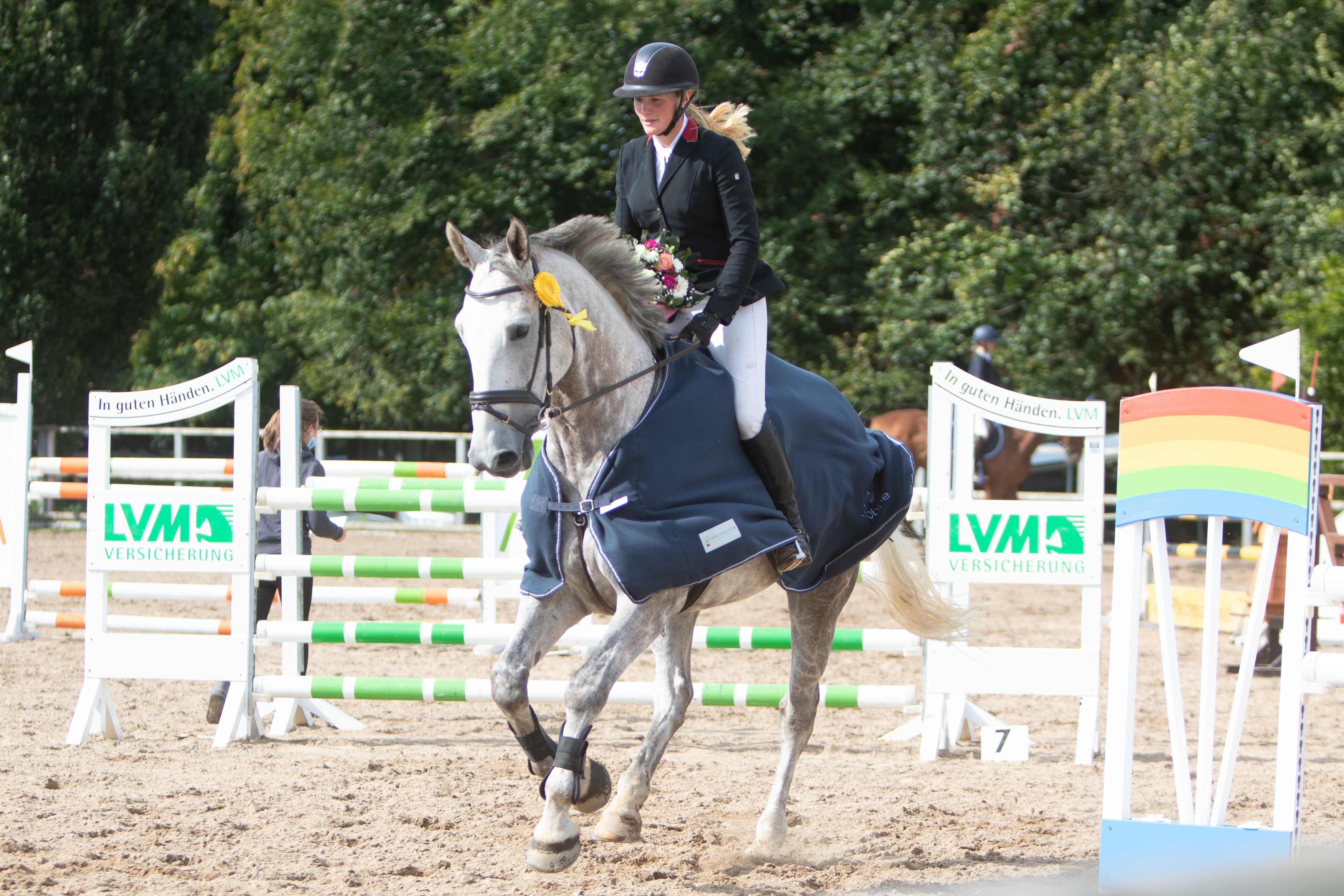 Janet Maas (TG nach Maas) und Zag gewinnen den Großen Preis vom Augustenhof. Foto: Gottmann